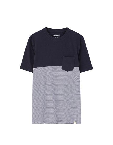 Camiseta paneles rayas bolsillo