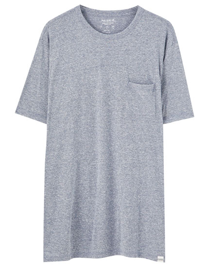Basic T-shirt with pocket in a range of colours