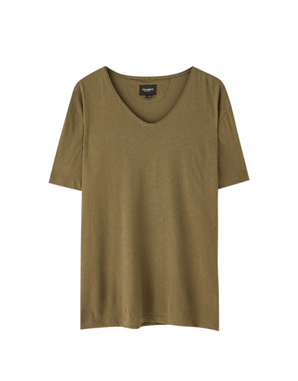T-shirt large col en V