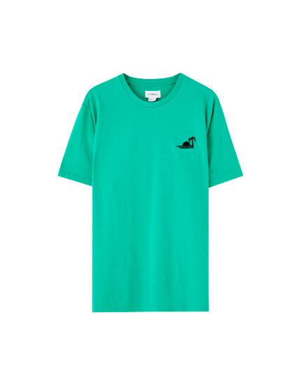 T-shirt básica com remendo