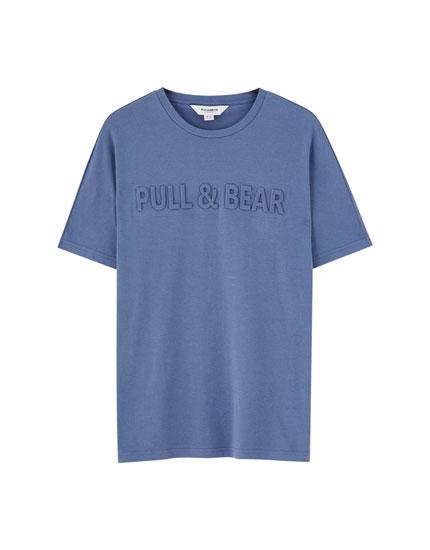 T-shirt com logótipo à frente