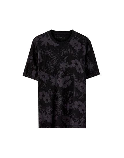 Camiseta negra flores