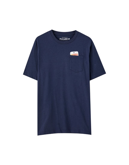 Blue T-shirt with a mobile phone pocket