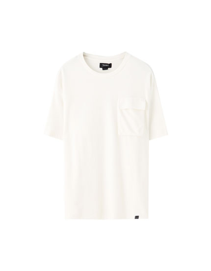 T-shirt oversize com bolso