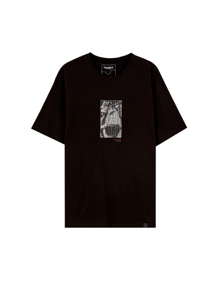Black T-shirt with contrast embroidery