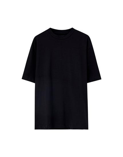 Μπλούζα basic με ριπ στη λαιμόκοψη