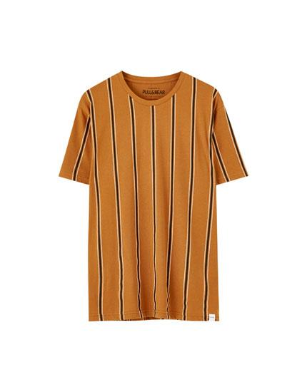 Μπλούζα με κάθετες ρίγες σε άλλο χρώμα