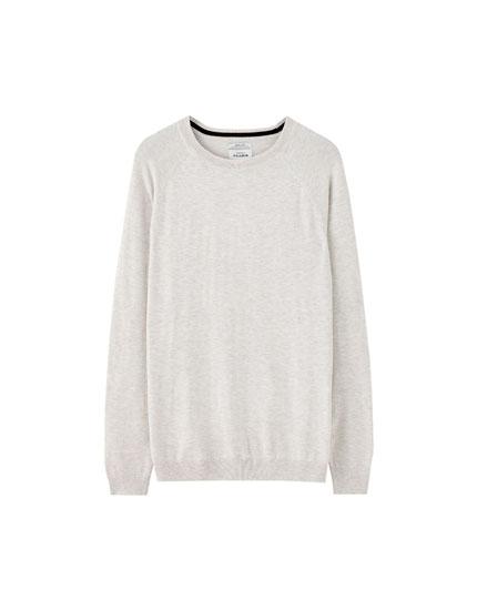 Plain coloured knit sweater
