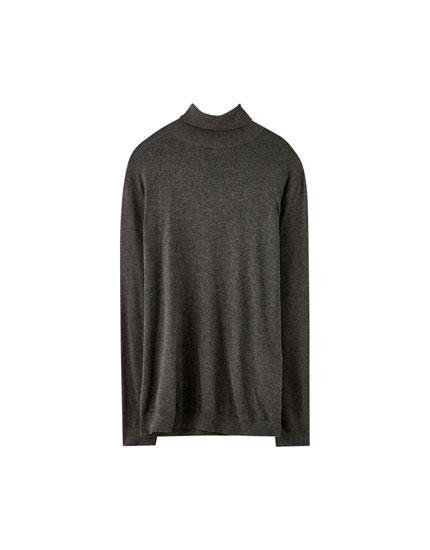 Basic, farvet sweater med høj hals