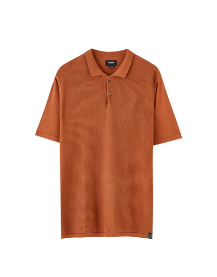 Textured short sleeve polo shirt with buttons