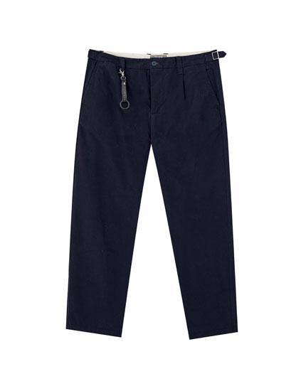 Pantalón chino básico llavero