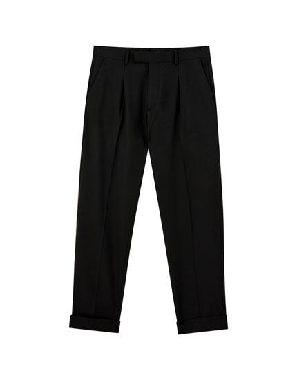 Παντελόνι tailored fit με φαρδύ μπατζάκι
