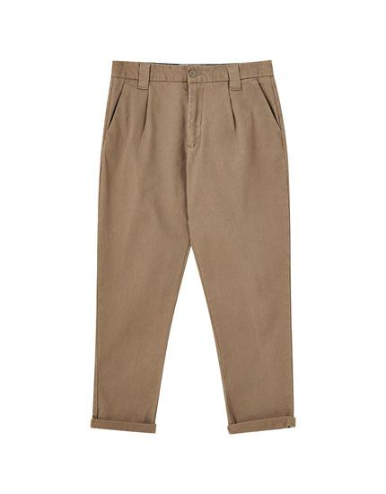 Παντελόνι chino με πιέτες
