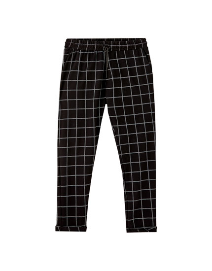 Calças jogger tipo tailored fit coloridas