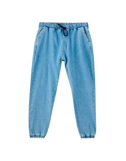 Jeans estilo jogger com elásticos