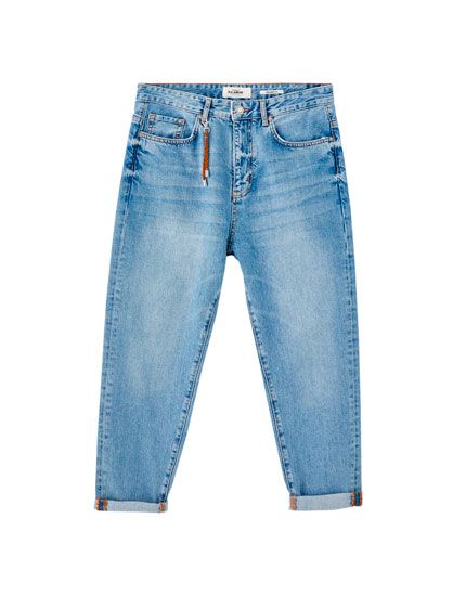 Relaxed fit medium blue jeans with chain