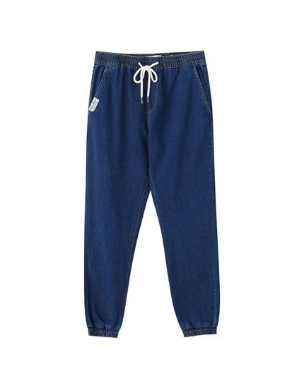 Jogging beach jeans