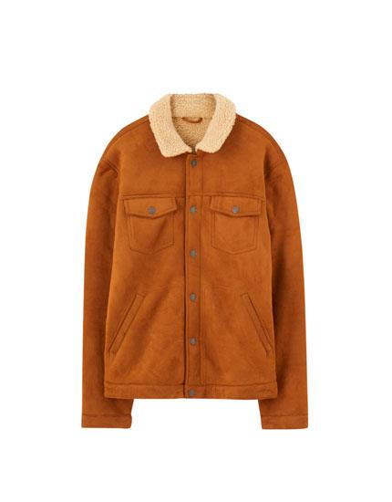 Trucker jacket de imitação de suede com efeito de pelo encaracolado