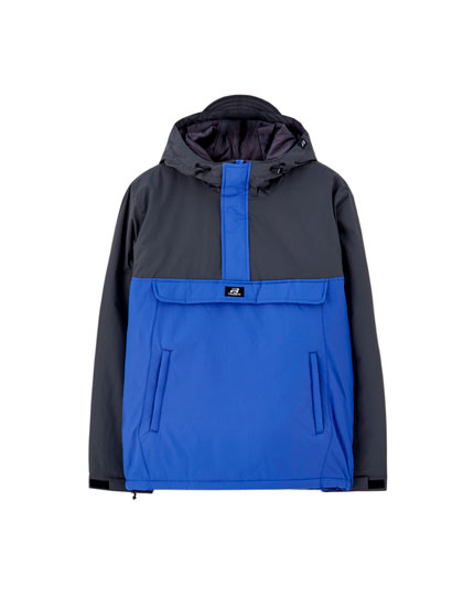 Contrasting hooded jacket with pouch pocket