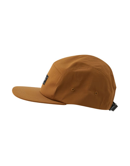 Five panel camel-coloured cap