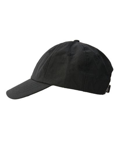Gorra negra visera curva
