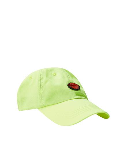 Φωσφοριζέ καπέλο τζόκεϊ με κεντημένη λεπτομέρεια