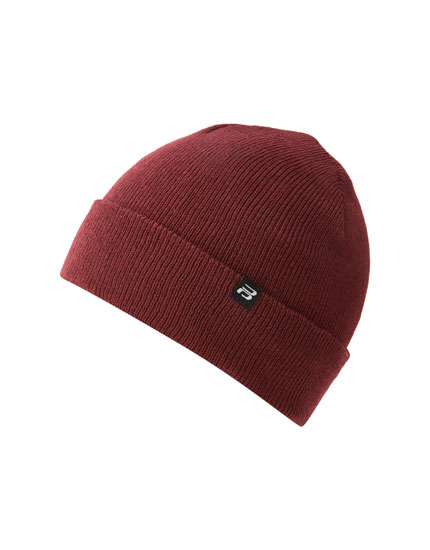 Basic beanie with logo detail