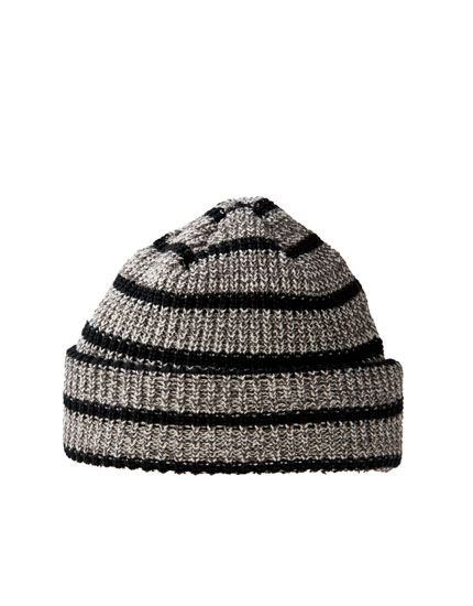 Grey beanie with contrast stripes