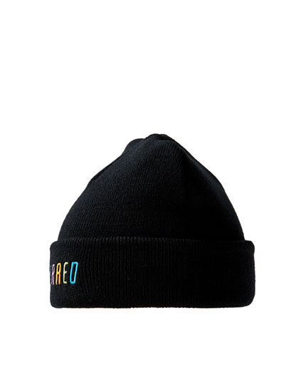 Black beanie with 'Blurred' slogan