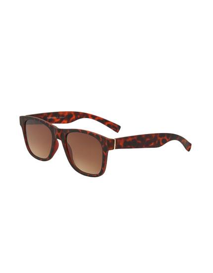 Matte tortoiseshell sunglasses with resin frame