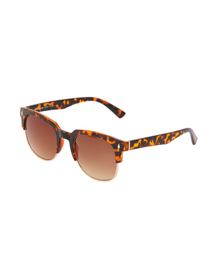 Sunglasses with tortoiseshell detail on the frame