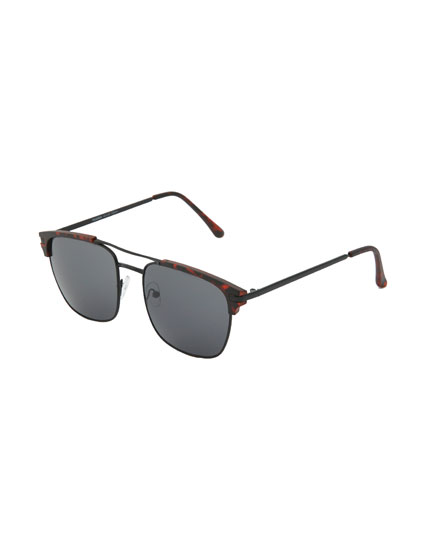 Tortoiseshell sunglasses with metal frames