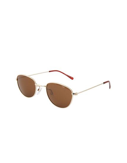 Óculos de sol metálicos castanhos