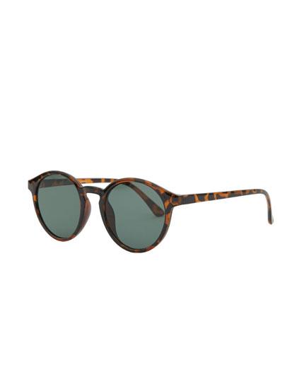 Óculos de sol de padrão tartaruga redondos