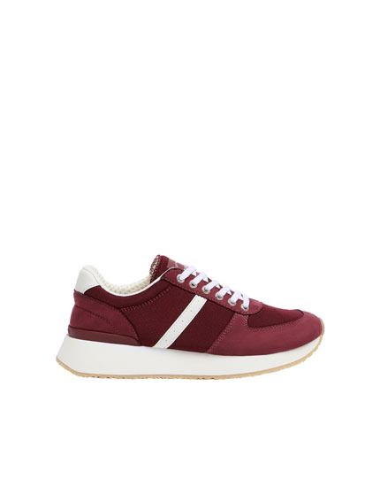 Urban trainers in maroon