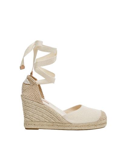 Chaussures compensées jute nouées beiges