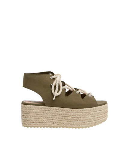 Sandales compensées lacets corde