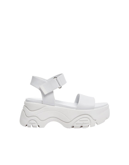 Rosalía chunky sole sandals