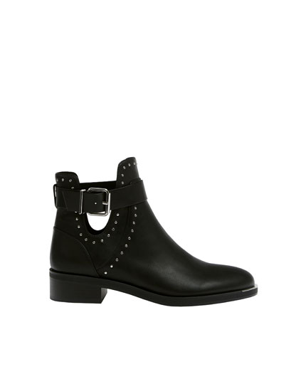 Black low heel ankle boots with vent
