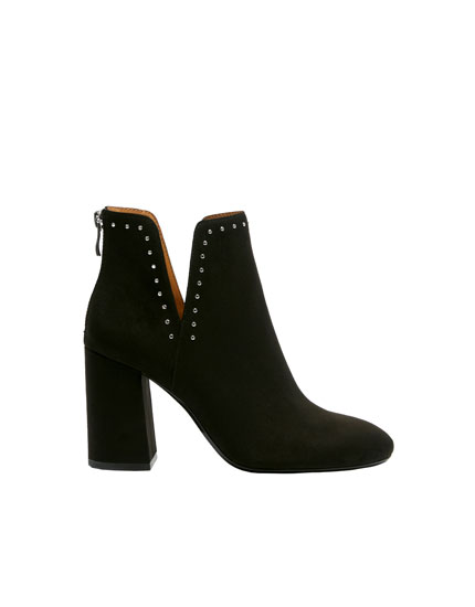 Black ankle boots with vent