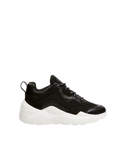 Μαύρα αθλητικά παπούτσια με πλατφόρμα