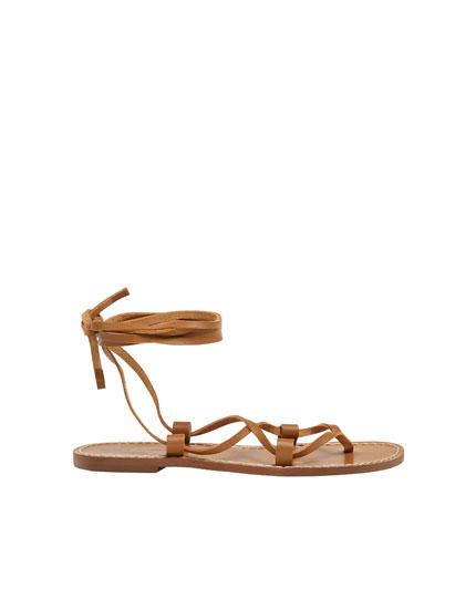 Sandales plates cuir brides