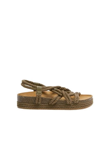 Sandały ze sznurami w naturalnym kolorze