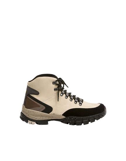 Μπότες ορειβασίας με λεπτομέρειες