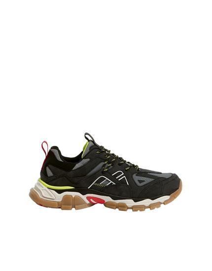 Αθλητικά παπούτσια με διάφορα κομμάτια