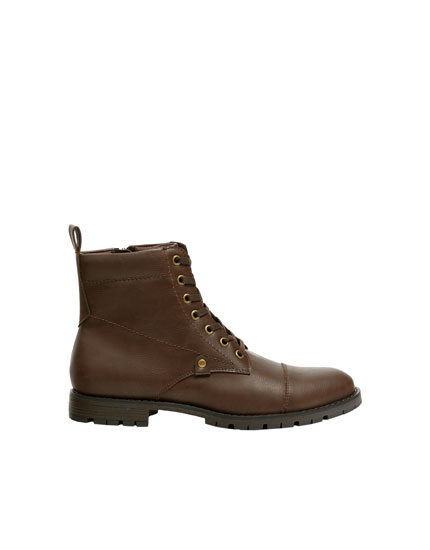 Brown worker boots with toe detail