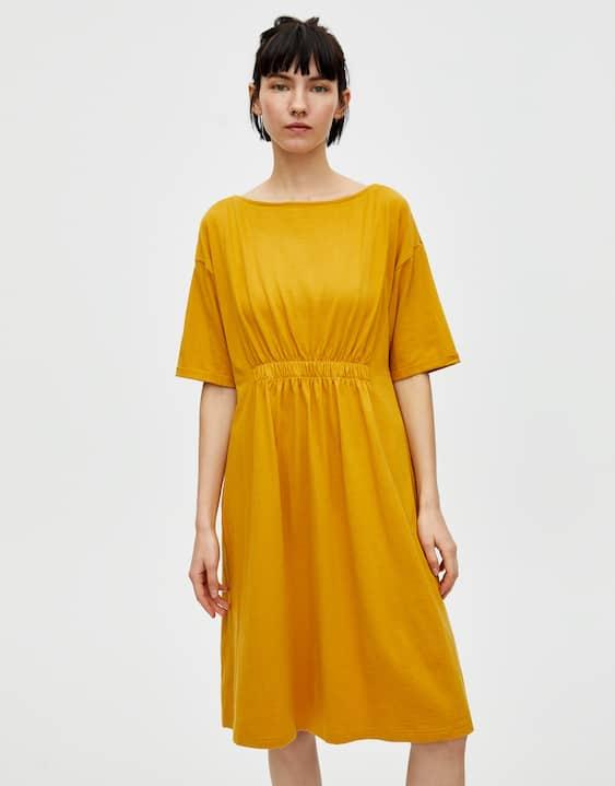 4149b4929cb Μίνι φόρεμα με σούρες στη μέση - PULL&BEAR
