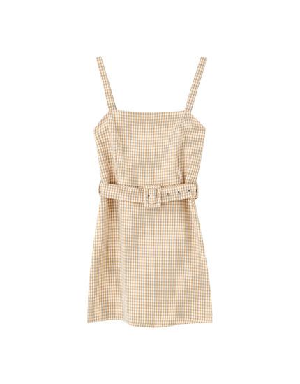 Vestido mini escote recto cinturón