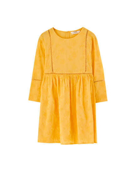 Short yellow dress with embroidery