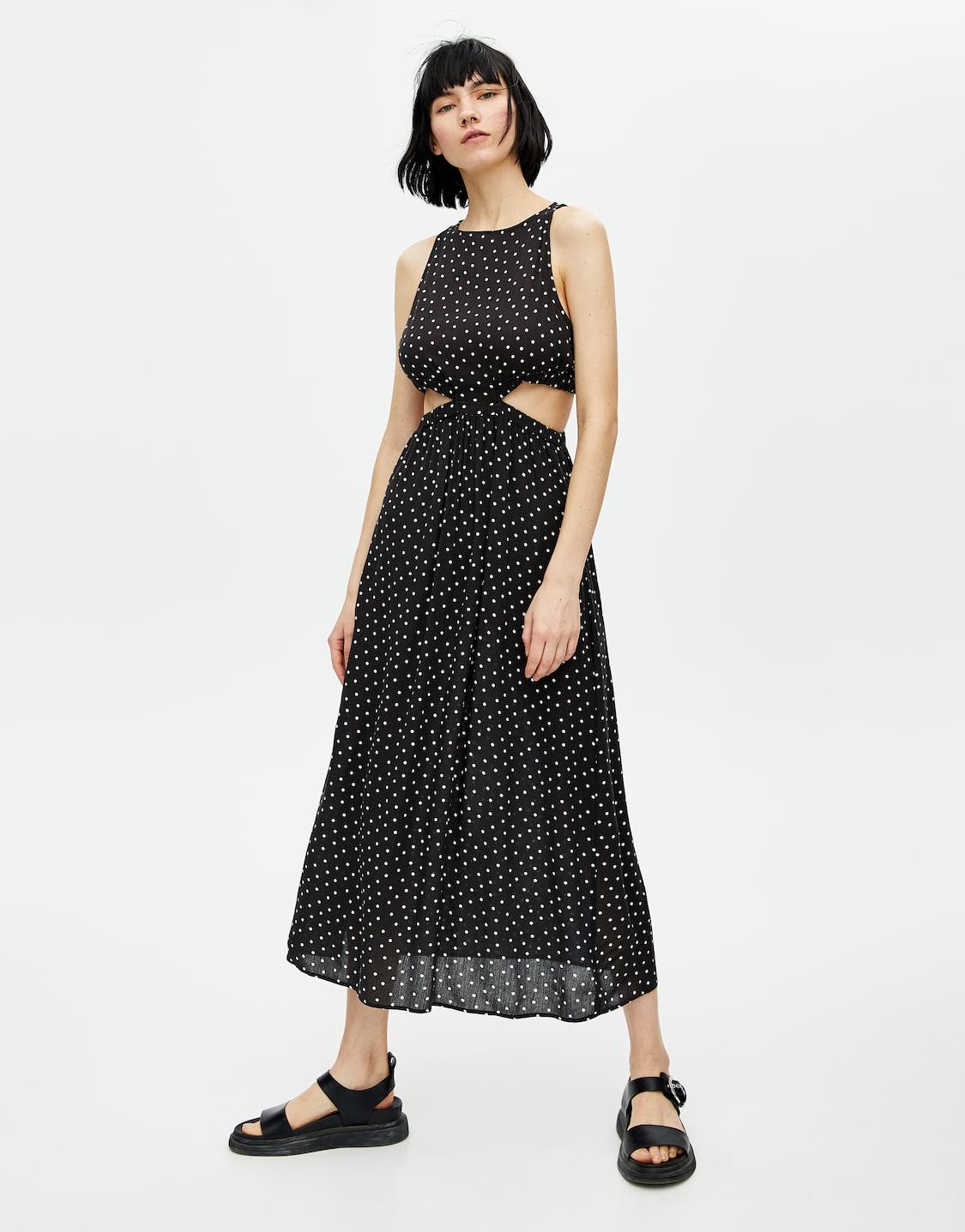 d04938400a2 Μίντι φόρεμα πουά με κοψίματα. Κωδικός προϊόντος 5390413